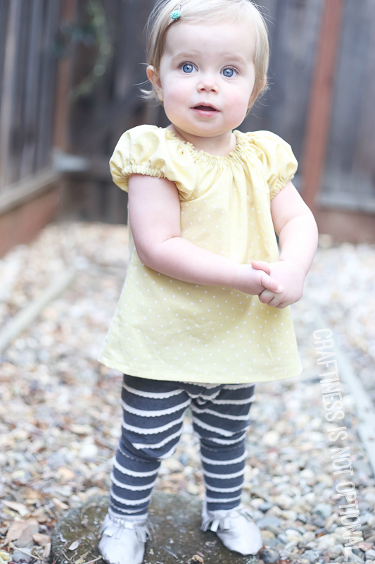 grey leggings and yellow peasant top
